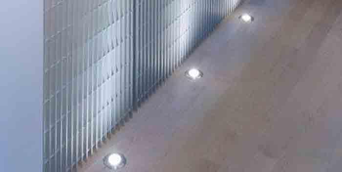 Интересные идеи для ванной: светодиоды на полу.