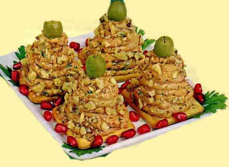 Куриный ёлочный паштет с орехами