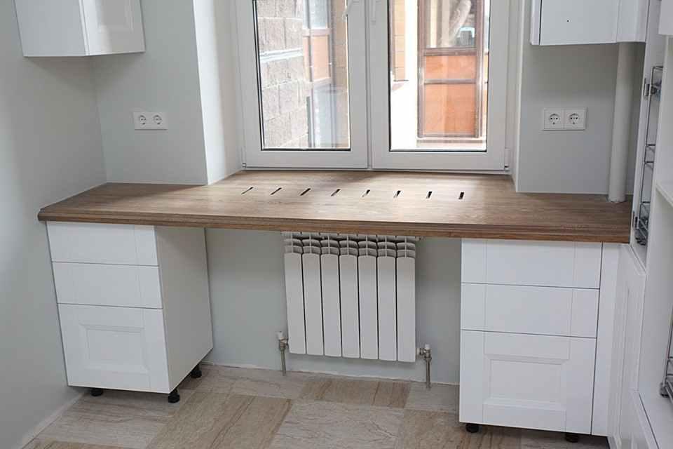 Как с помощью подоконника добавить полезной площади в маленькой кухне